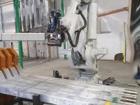 robotisert anodehenglinje